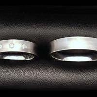 snubni-prsteny-bile-zlato-matovane-diamanty-2