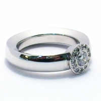 zasnubni-prsten-bile-zlato-diamanty